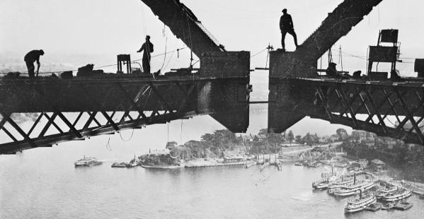 Henri Mallard Building the Sydney Harbour Bridge